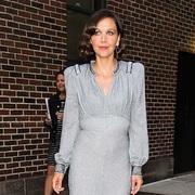 BOTTEGA VENETA - 玛吉·吉伦哈尔(Maggie Gyllenhaal)纽约街拍
