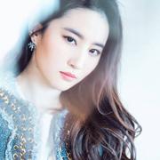 刘亦菲佩戴TASAKI珠宝亮相电影《二代妖精》上海首映礼