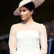 嫁入王室之后,梅根·马克尔如何穿出王家范儿
