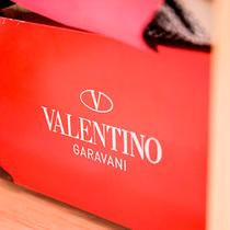 Valentino经典Rockstud铆钉系列皮革制作工艺活动