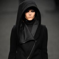 如何将黑色穿出新意?八位风格偶像冬日酷黑装扮示范