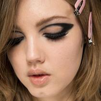 烟熏眼妆对阵全明星超模 Atelier Versace高定秀场后台妆容