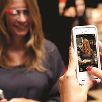 YSL圣罗兰将美妆时尚融入尖端科技 开创全新彩妆数字化互动体验