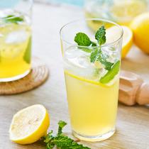 用柠檬水减肥 比咖啡更有效