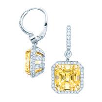 赵薇、吴君如和陈可辛在香港电影金像奖上佩戴Tiffany & Co.珠宝及腕表