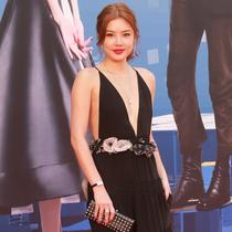 梁朝伟、乐基儿身穿VALENTINO出席第34届香港电影金像奖