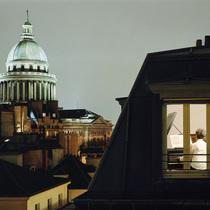 摄影师拍摄全球大城市中的孤独身影