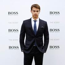 BOSS香氛系列与Theo James携手庆祝全新THE SCENT男士香氛上市
