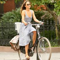 当单车出行成为潮流 明星教你时尚环保两不误