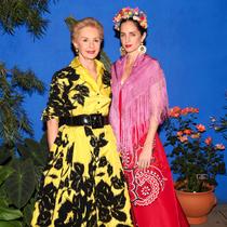 众明星身着Carolina Herrera出席纽约植物园音乐学院舞会