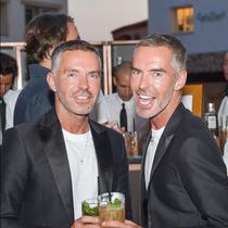 Dean & Dan Caten在切尔沃港门店为夏日举杯