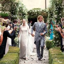 GIORGIO ARMANI 为比阿特丽斯·博罗梅奥与皮埃尔·卡西拉奇婚礼提供定制礼服