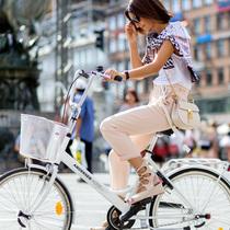 哥本哈根时装周 自行车才是北欧街拍时尚主角
