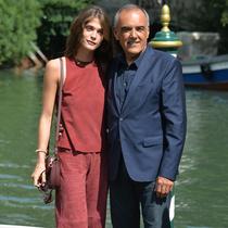 ELISA SEDNAOUI和 ALBERTO BARBERA 穿着 TRUSSARDI礼服出席第72届威尼斯电影节
