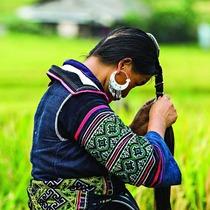 摄影师拍摄越南少数民族肖像 记录当地独特服饰文化