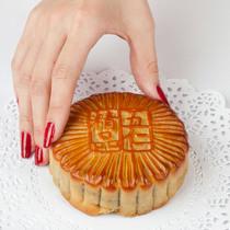 爱吃月饼又想臭美?这样吃才会健康