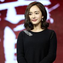 杨幂佩戴POMELLATO珠宝出席电影《我是证人》全球首映礼