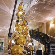 Burberry创意总监打造今年Claridge's酒店圣诞树