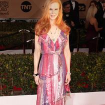 妮可·基德曼穿着Gucci出席第二十二届美国演员工会奖