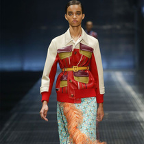 #Suzy米兰时装周  伸展台与大银幕上的Prada
