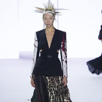 #Suzy巴黎时装周  HaiderAckermann:迷幻天堂鸟
