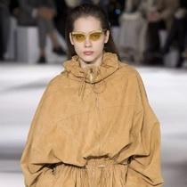 除了阔腿裤,巴黎时装周的这些单品也是新潮流