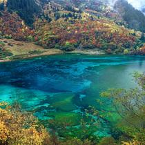 赏湖面罕见异景 绝不能错过的十二大奇特湖泊