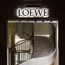 "LOEWE罗意威为庆祝西班牙首家以及最大的旗舰店 ""马德里之家"" 盛大揭幕"
