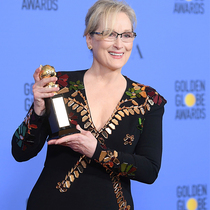 梅丽尔·斯特里普 (Meryl Streep) 身着Givenchy Haute Couture by Riccardo Tisci出席第74届金球奖颁奖典礼(Golden Globe Awards)