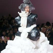 Suzy巴黎时装周:Comme des Garçons – 廓形的未来