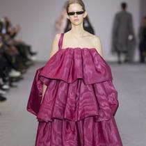 Suzy巴黎时装周:定制回归Balenciaga