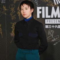 著名歌手窦靖童 身着 CALVIN KLEIN 205W39NYC 出席第36届香港金像奖