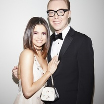 Selena Gomez身着COACH特别设计定制礼服出席2017 Met Gala
