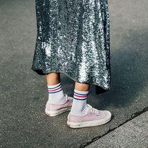 穿了帆布鞋 小白鞋会失宠的-风格示范