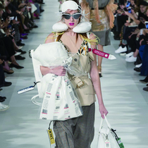 #SuzyPFW Maison Margiela Heads For First Class, While Lanvin Takes a Well-Worn Path-Suzy Menkes专栏