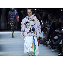 #SuzyLFW: Burberry - Street Smart With A Dash Of Heritage-Suzy Menkes专栏