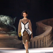 #SuzyPFW Louis Vuitton: A Bourgeois Vision on a Grand Scale-Suzy Menkes专栏