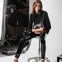擦出创意火花:Karl 与 Kaia 的新胶囊系列-时尚圈