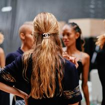 Vogue调查局:到底什么是现在很火的发丝检测?-美发