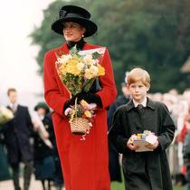 從梅根到女王,皇室成員們都如何為圣誕節著裝-風格示范