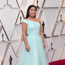《罗马》女主角 Yalitza Aparicio 的奥斯卡礼服背后的故事-风格示范