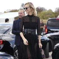 超显瘦小黑裙让初春穿搭事半功倍-时尚街拍