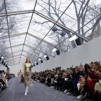 一次难能可贵的采访: Thierry Dreyfus谈大型时装秀幕后的灯光与舞台设计-时尚圈