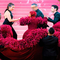 A Frou-Frou Fluff Of Feathers At New York's Met Ball-Suzy Menkes专栏