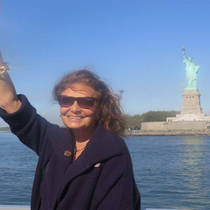 Lady Liberty Enters The Digital Age-Suzy Menkes专栏
