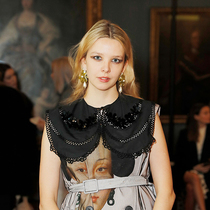 遇见格丽塔?贝拉马西娜(Greta Bellamacina),最受时尚界欢迎的诗人 -时尚圈