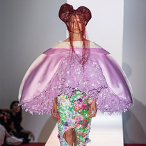 #SuzyPFW: Comme des Garçons From Elizabethan Era To Transgender-Suzy Menkes专栏