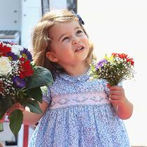 在夏洛特公主五岁生日到来之际盘点她的最佳服饰 -星秀场