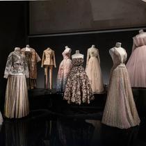 全世界最美的裙子,都藏在这个展览里-趋势报告