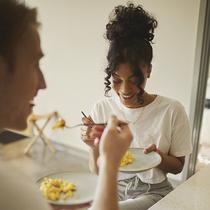 通過食物改善精神健康?聽聽英國主廚Robert Irvine怎么說-美食